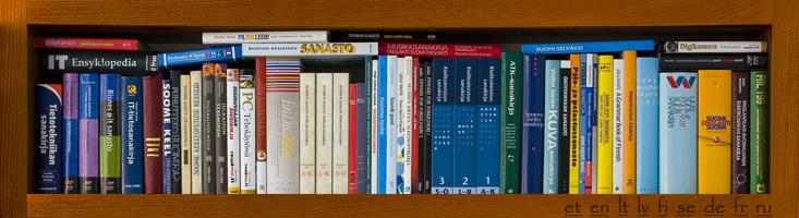 sanakirjat ja hakuteokset toimistossamme